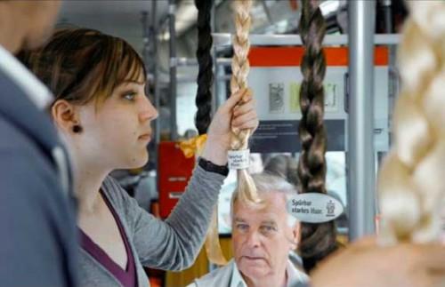Publicidad de Gard champú en buses