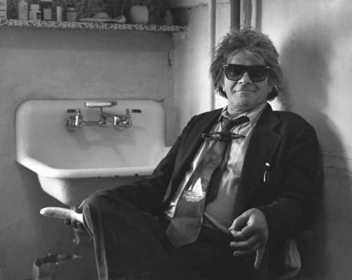 Gregory Corso y su corbata