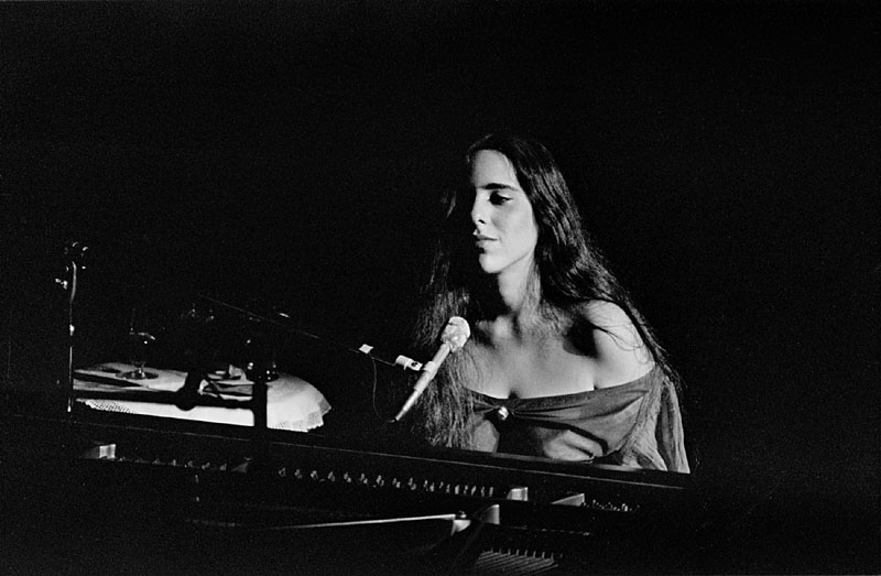 Laura Nyro al piano