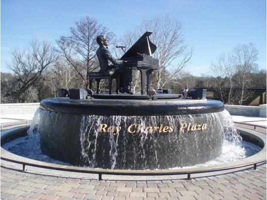 Estatua para Ray Charles en su ciudad natal, Albany