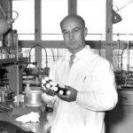 Albert Hofmann toma LSD por primera vez